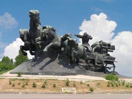 Памятник тачанка ростов на дону фото дешевые памятники в мозыре